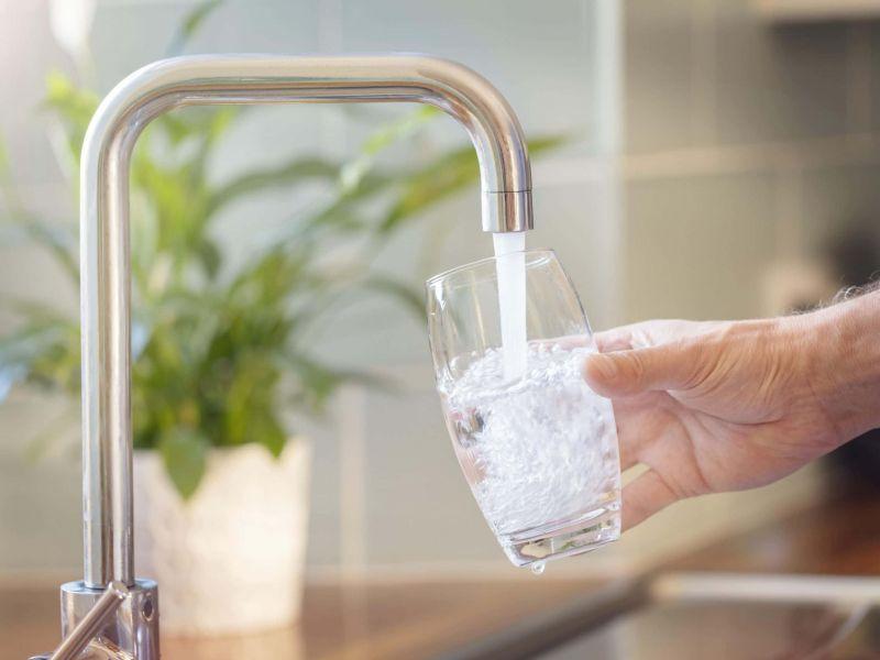 por qué sabe mal el agua de casa